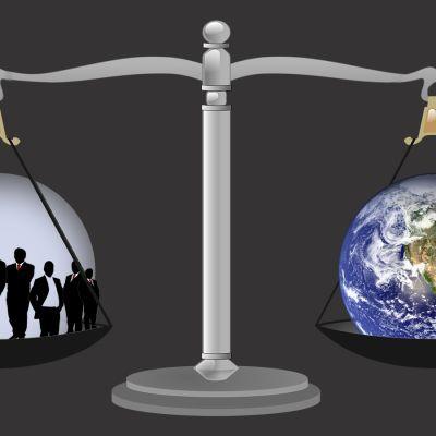 Bild av en våg där jorden vägs mot några rika män.