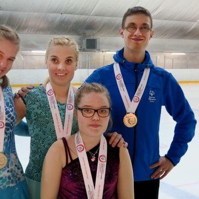 Yle Uutiset Pirkanmaa: Tamperelaisluistelijat saivat neljä kultamitalia kehitysvammaisten maailmankisoissa