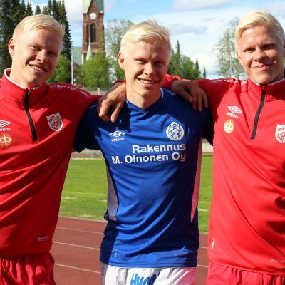 Jalkapalloilevat kolmoisveljet Tommi, Sami ja Miika Ekmark Mikkelissä.