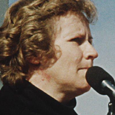 Lahtelainen Lahja Exner muutti 50-luvulla työn perässä Ruotsiin. Hänestä tuli ensimmäinen valtiopäiville valittu siirtolaisnainen.