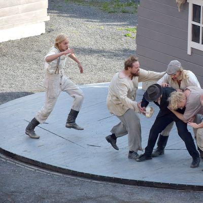 Seitsemän veljestä näyttämöllä Ypäjällä