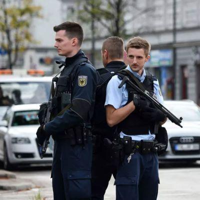 Stort polispådrag i ünchen på jak efter knivman.