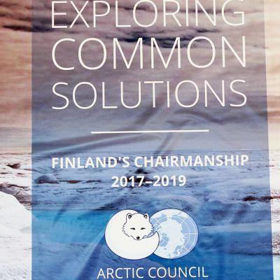 Suomen puheenjohtajuukauden juliste arktisessa neuvostossa.