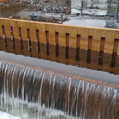 Jäteveden puhdistamon läpi kulkenutta Oulun seudun jätevettä Taskilan puhdistamolla.