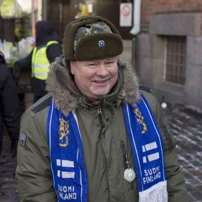 Heikki Hursti ordnade självständighetsfest för mindre bemedlade