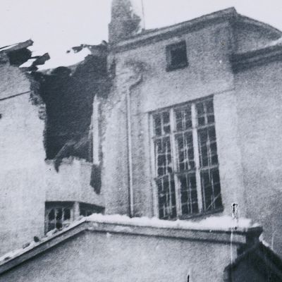 Puistolan taloon osuneen pommin jäljet talvisodan aikana 21.1.1940.
