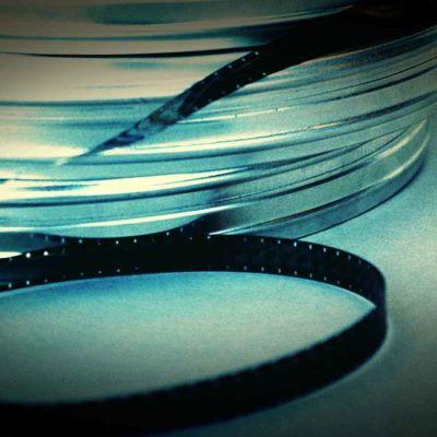 filmikela, alumiiset kotelot ja filmirullaa
