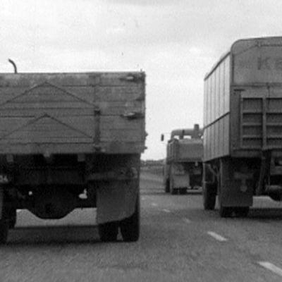 Kuorma-autoja matkalla Tuusulaan