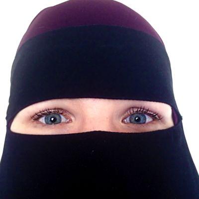 Maryam iklädd niqab