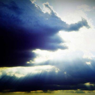 ukkospilviä taivaalla