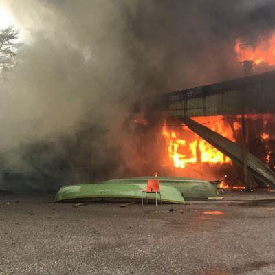 Venetehtaan tulipalo Asikkalassa.