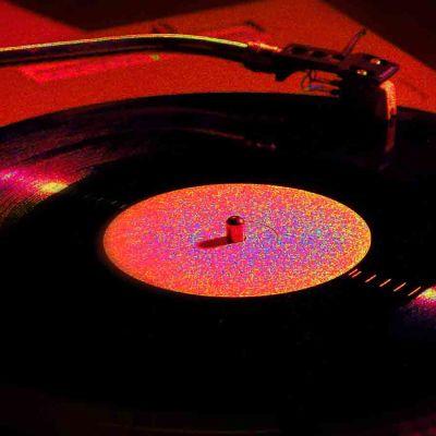 vinyylilevy levysoittimessa