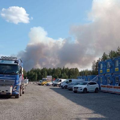 Mutkalammen työmaa-alue jouduttiin evakuoimaan maastopalon vuoksi.