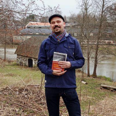 Matias Kaihovirta får pris för sin doktorsavhandling om Billnäs bruk, Oroliga för framtiden.