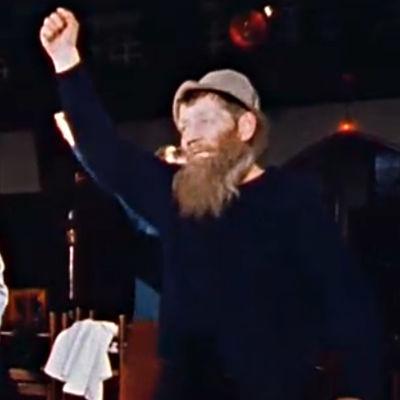 Lappilaisia kullonkaivajia diskotanssitunnilla (1979).
