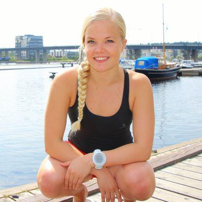 Jääuimari Elina Mäkinen.