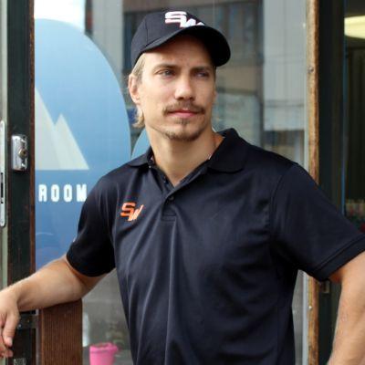 Urheiluliike Sport Roomin yrittäjä Teemu Heikkinen.