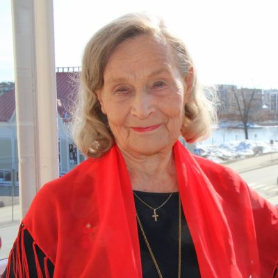 Lausuntataiteilija, opetusneuvos Anna-Liisa Alanko.