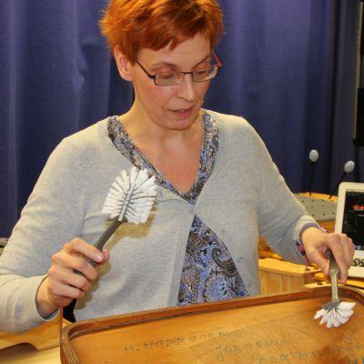 Musiikinopettaja Heli Samela Joensuun normaalikoulusta.