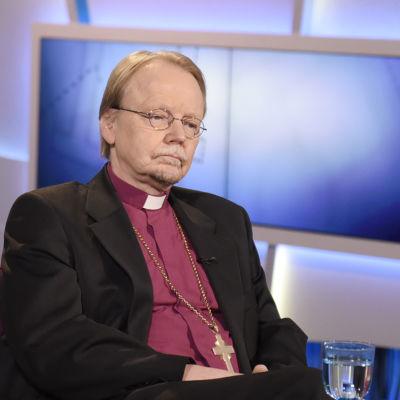 Ärkebiskop Kari Mäkinen i Morgon-tv.