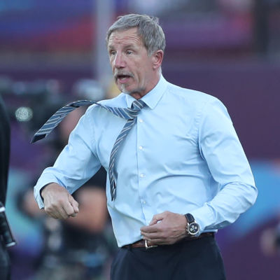 Stuart Baxter ser upprörd ut.