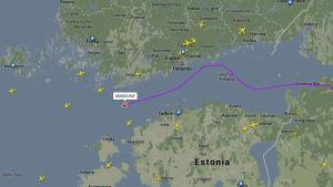 Skärmdump från Flightradar visar rutten för planet 85856VMF.