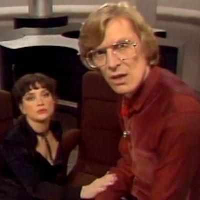 Hepskukkuun juontajilla (Rea Mauranen ja Paavo Piskonen) on asiaa katsojille (1979).