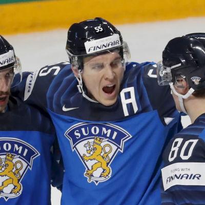 Finland firar Atte Ohtamaas mål.
