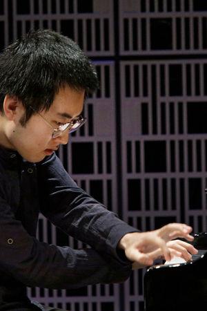 Eteläkorealainen Jun Ho Kim esiintyy Maj Lind -pianokilpailussa 2017.
