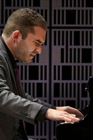 Yhdysvaltalaispianisti Macenzie Melemed soittaa Maj Lind -kilpailun alkuerässä.