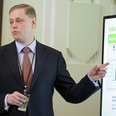 VR Groupin vuoden 2015 tuloksen tiedotustilaisuus. Kuvassa toimistusjohtaja Mikael Aro.