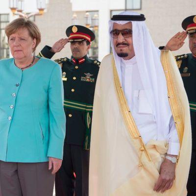 Saksan liittokansleri Angela Merkel tapasi Saudi-Arabian kuninkaan Salman bin Abdul Aziz al-Saudin Jeddassa Saudi-Arabiassa 30. huhtikuuta 2017.