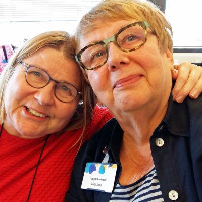 Lea Oja (vasemmalla), Tuulikki Hakkarainen (oikealla)