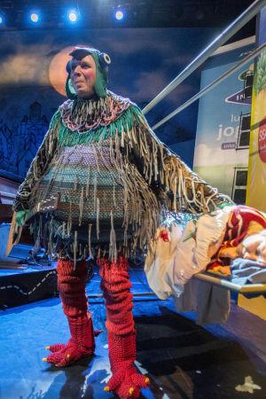 Jani Karvinen näyttelee Kansallisteatterissa Puluboita.