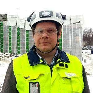 Tony Lökfors vid bygget av nya Strömborgska skolan i Borgå.