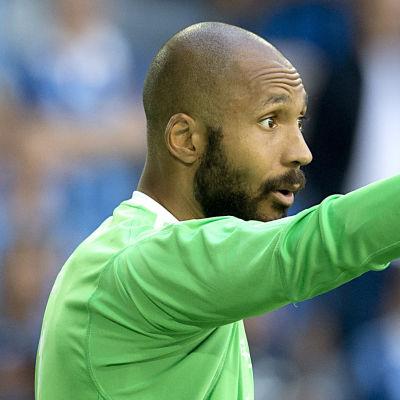 Aly Keita står i Östersunds mål.
