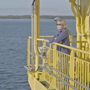 Saaristolääkäri Nina Alopaeus on matkalla töihin Houtskarin terveysasemalle.