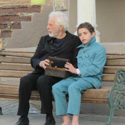 """Regissören Alejandro Jodorowsky tillsammans med den unge Alejandro (Jeremias Herskovits) i """"Livets dans""""."""