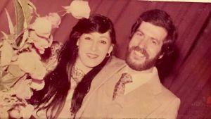 Sebastin ja Shahla hymyilevät kameralle kihlajaisjuhlissaan.