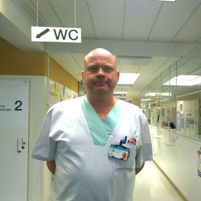 Infektionsläkare Andreas Jacks vid Vasa centralsjukhus.