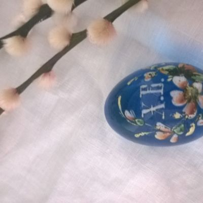 Ett ryskt påskägg av turkost glas.
