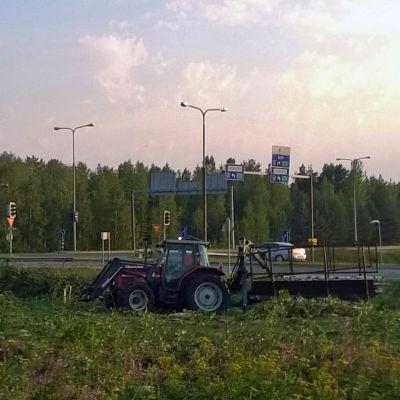 Nelostien remontti alkoi raivaamisella Rovaniemellä.