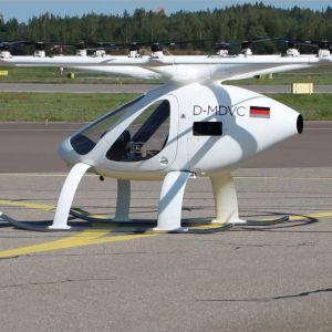 En vit elektrisk helikopter med 18 små rotorblad.