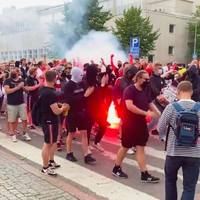 HIFK:n kannattajat marssivat kesän ensimmäiseen Stadin Derbyn