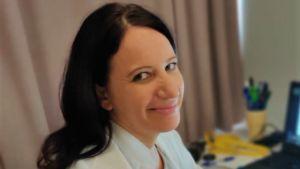 Lääkäri Hanna Rouhe työpaikallaan synnytyssairaalassa.