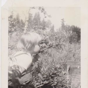 Kuva on kesästä 1962, jolloin Virpi Hämeen-Anttila oli 3,5 vuotta.