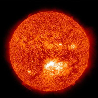 Kuva voimakkaasta auringonpurkauksesta.