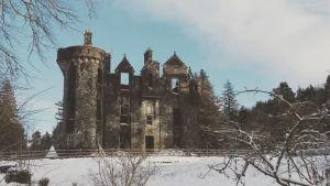 Dunans slott i Skottland i vinterskrud.