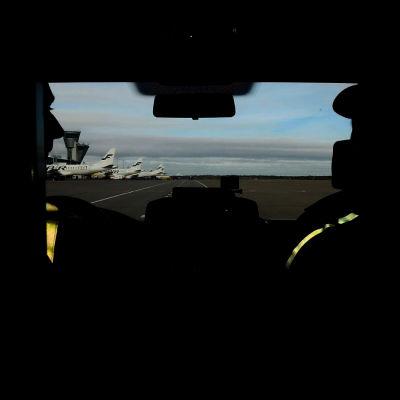 Näkymä Tullin autosta lentokentälle