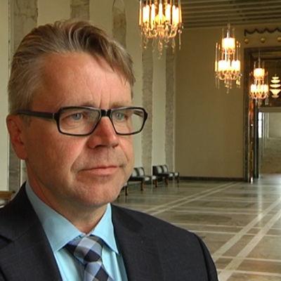 Kommande val påverkar alltid politikerna, säger Peter Östman